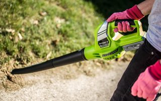 Earthwise LB20020 20-Volt Lithium-Ion Cordless Electric Single Speed Leaf Blower