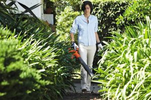 Husqvarna 125BVx Handheld Leaf Blower And Vacuum Review